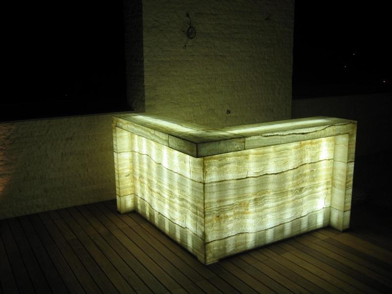 parete-acerbis-bancone-onice-ultraleggero-illuminato